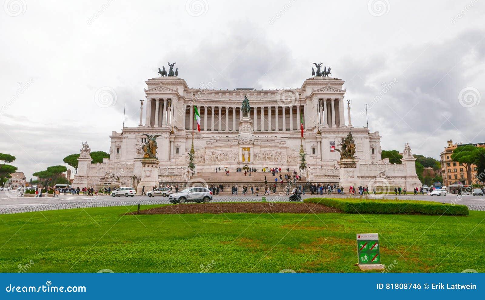 Национальный монумент в Риме - изумительном взгляде от аркады Venezia