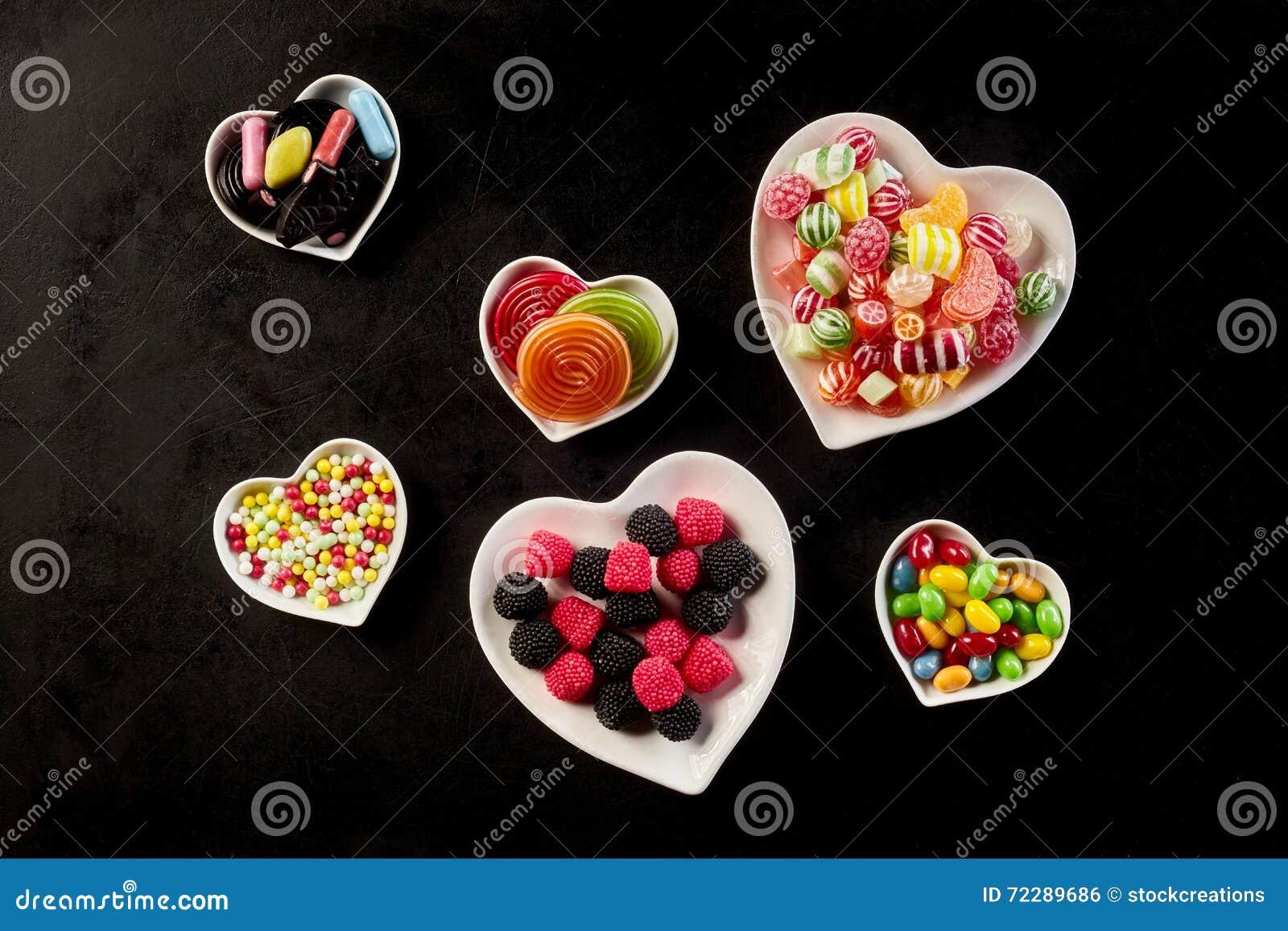 Download Надземный взгляд сердца сформировал шары с конфетой Стоковое Фото - изображение насчитывающей рекламировать, сортировано: 72289686