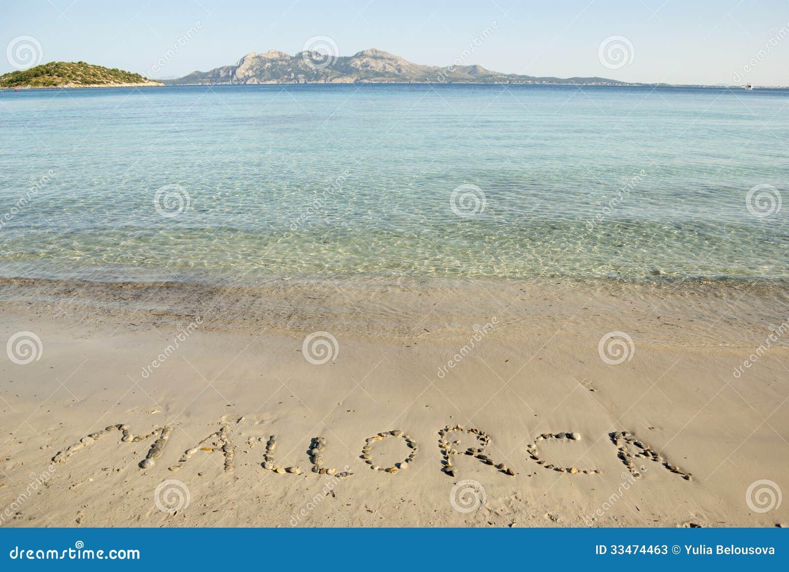 Надпись на пляже