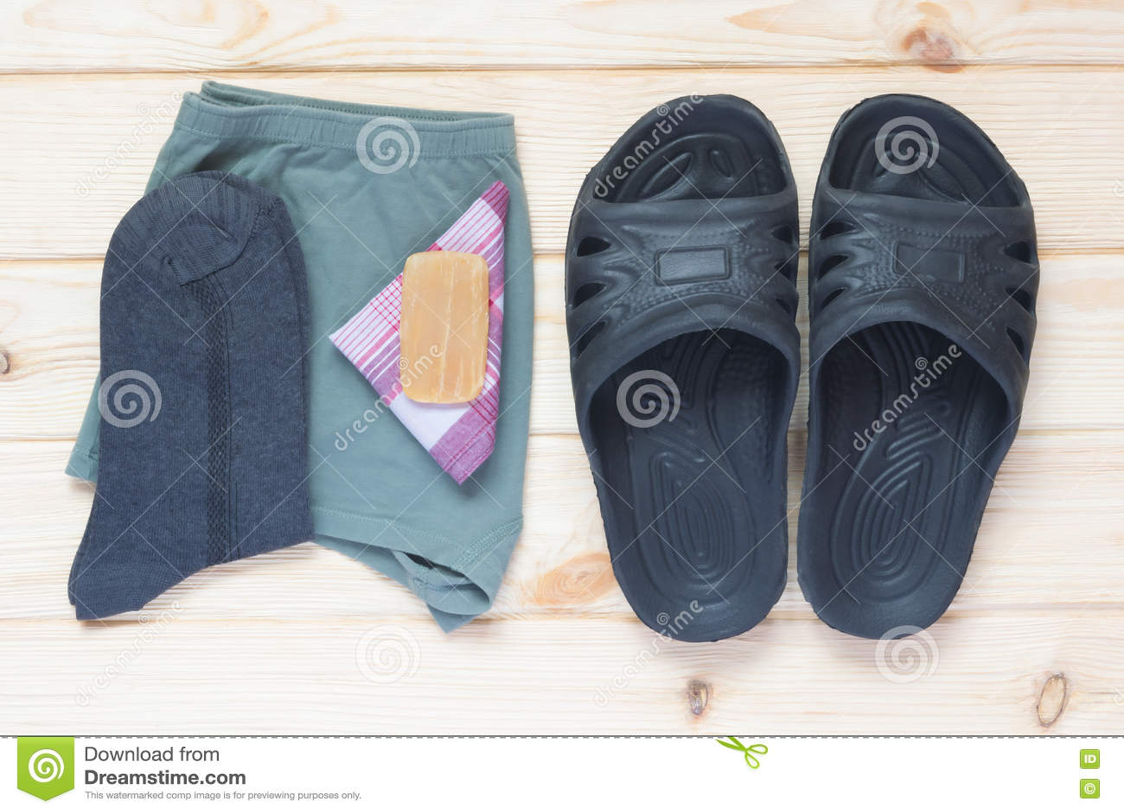 На фоне одежды людей