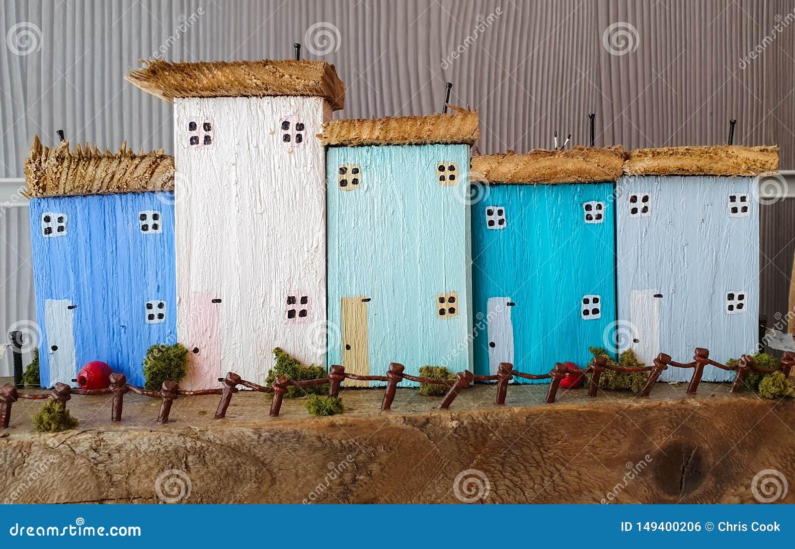Небольшая маленькая модель которая показывает концепцию покупки нового родного дома