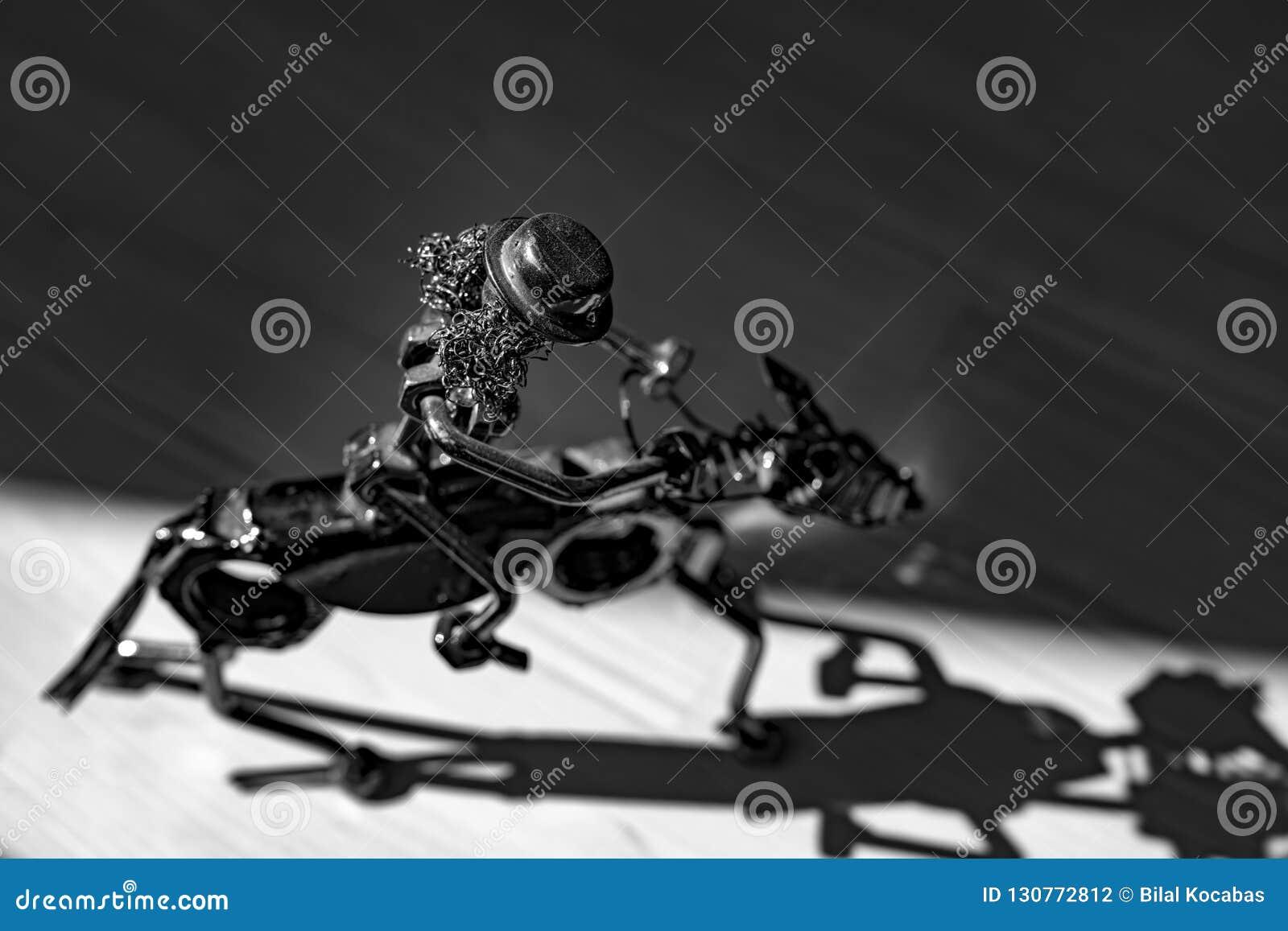 Небольшой figurine металла