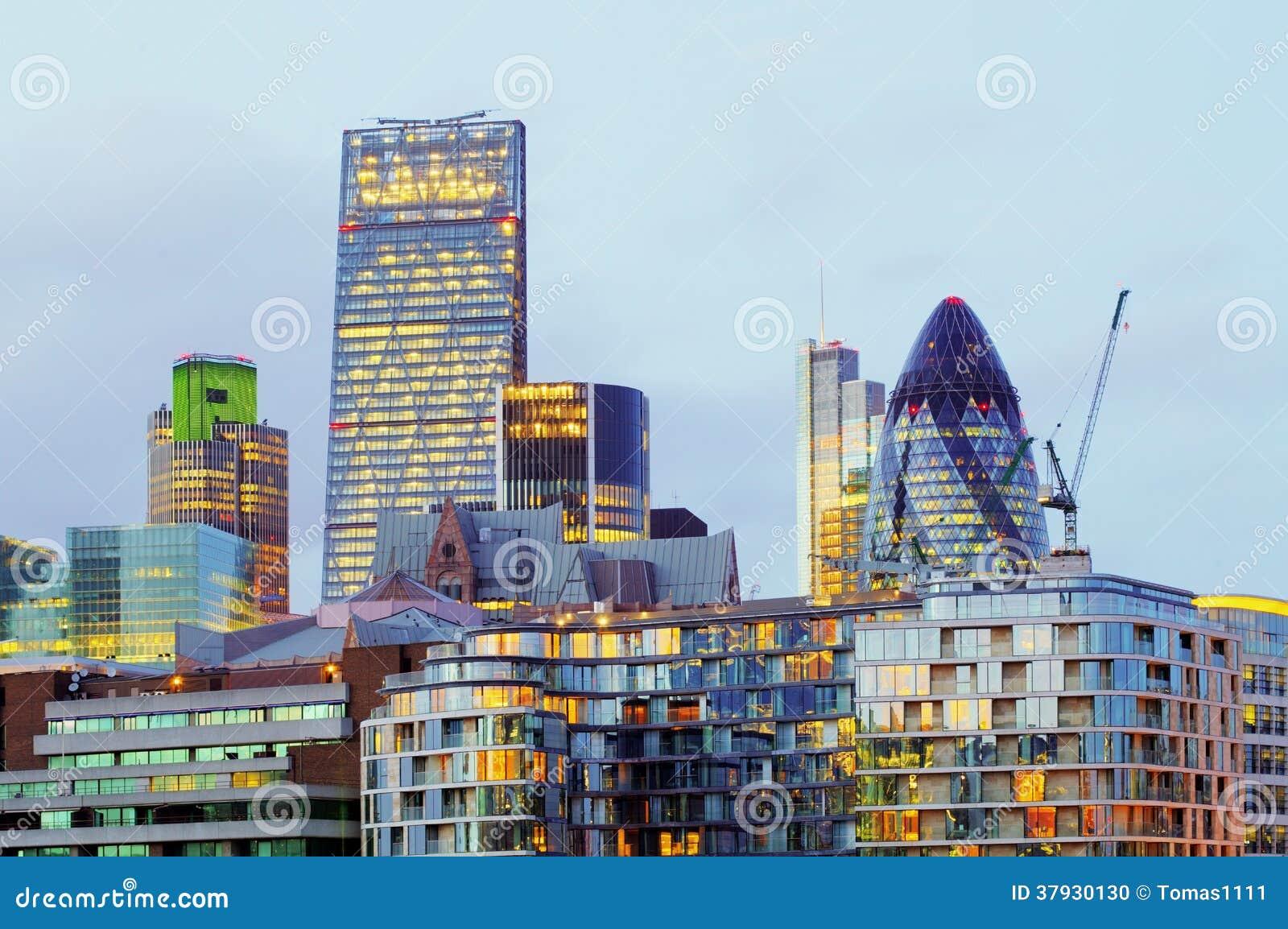 Небоскребы на ноче, Британия Лондона, Великобритания