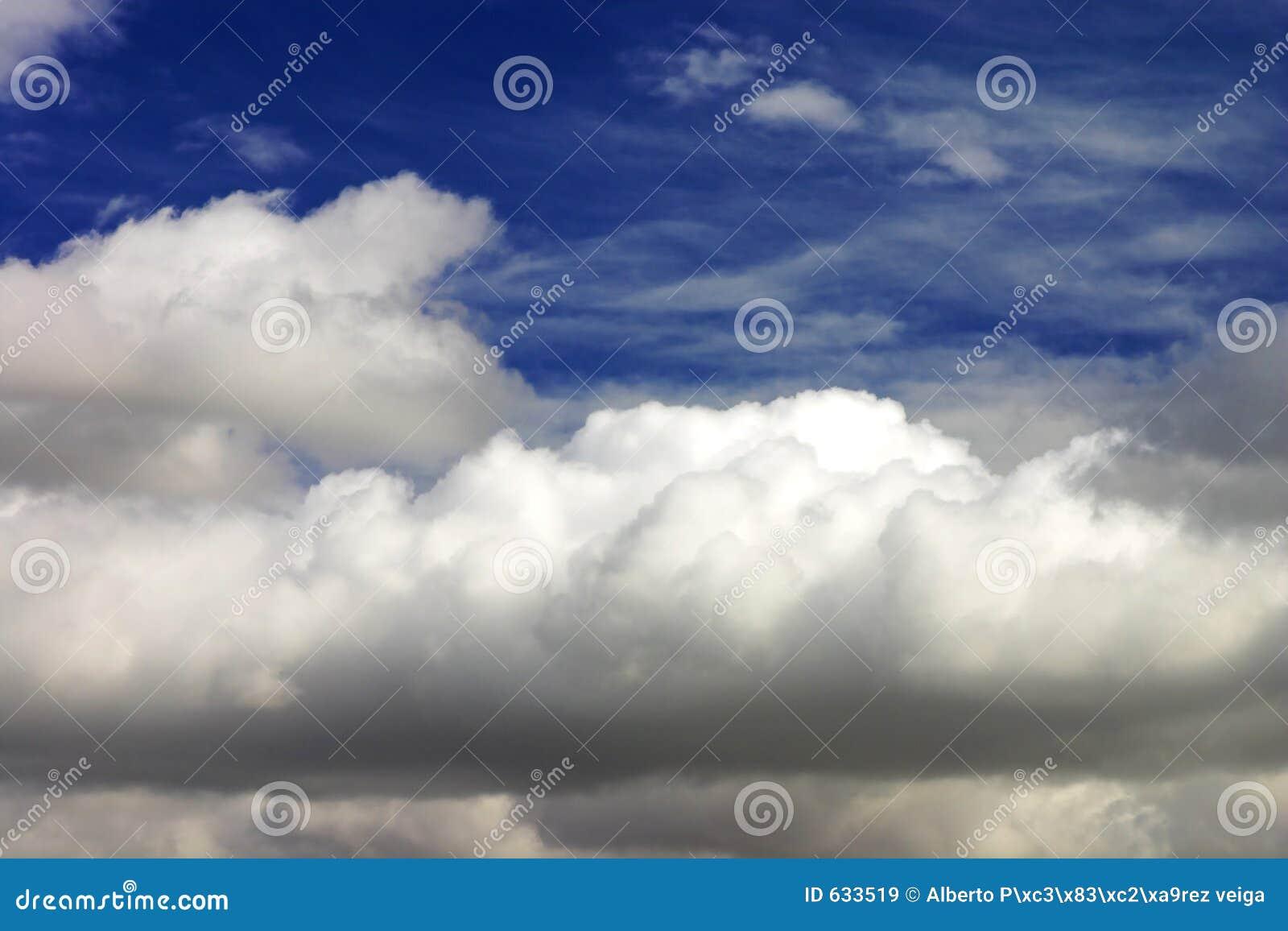 Download небо backgroung голубое стоковое изображение. изображение насчитывающей небесно - 633519