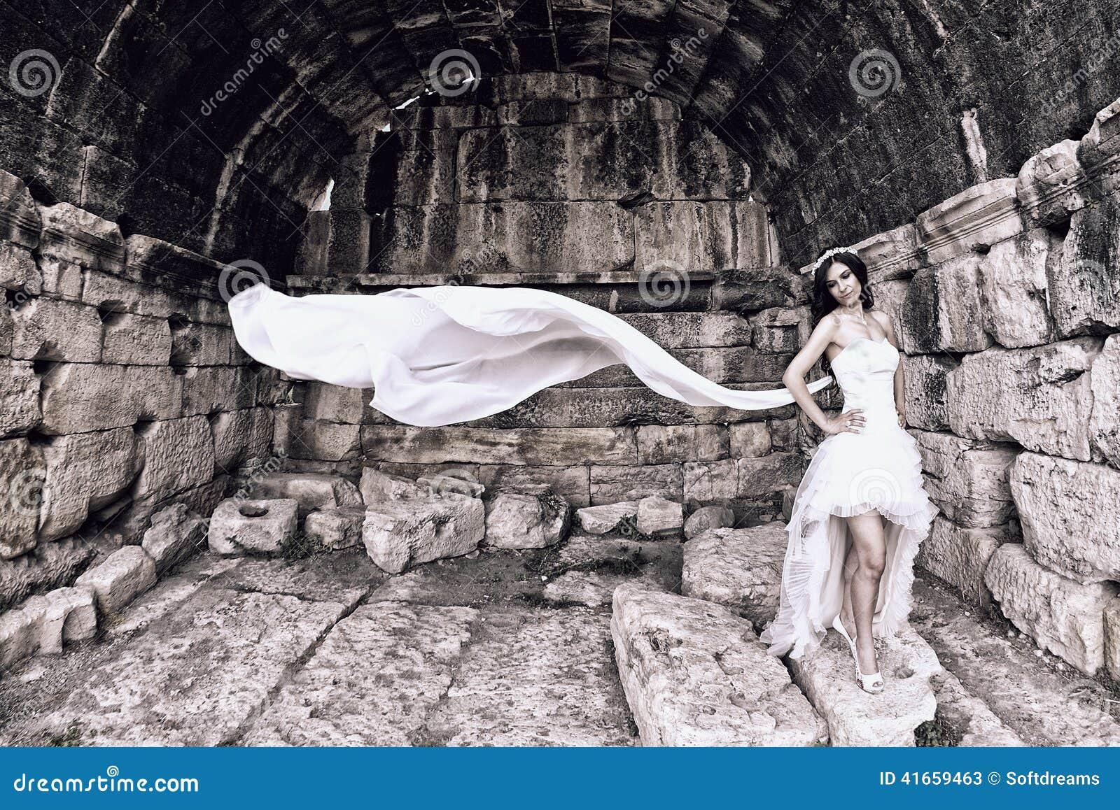 невеста напольная