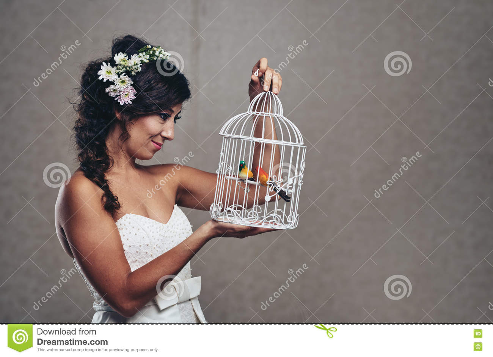 Невеста с клеткой птиц