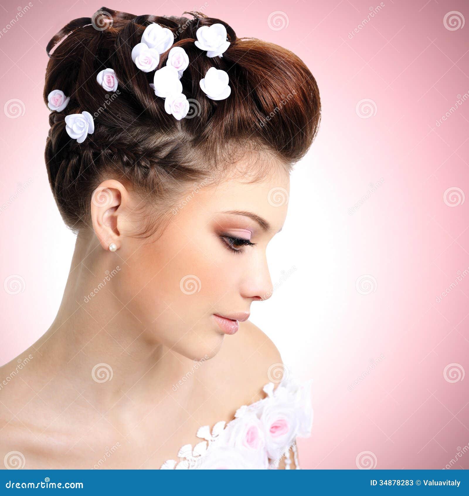 Невеста с составом и стилем причёсок красоты