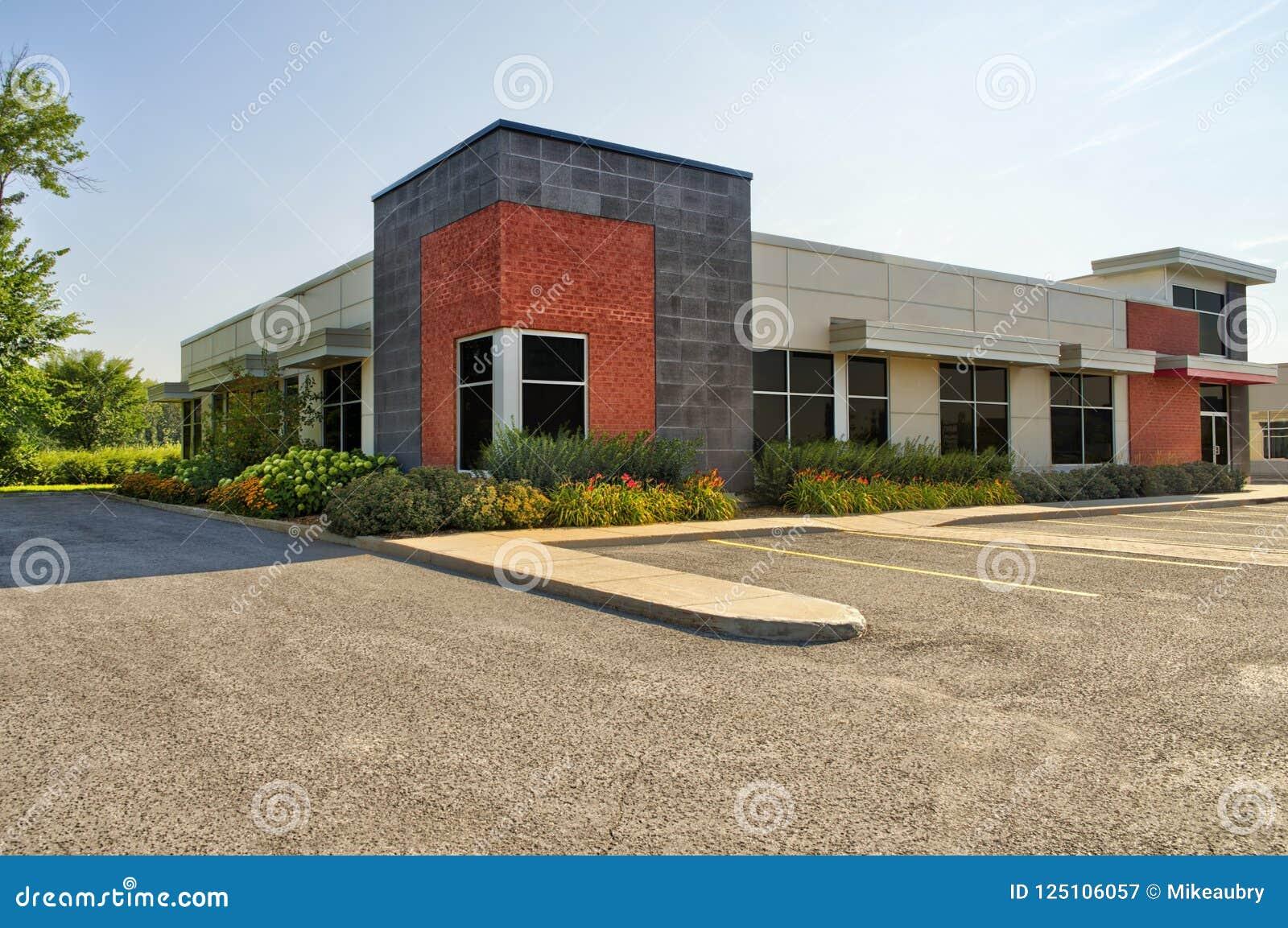 Незанятый родовой фронт магазина, дело или профессиональные размеры офиса