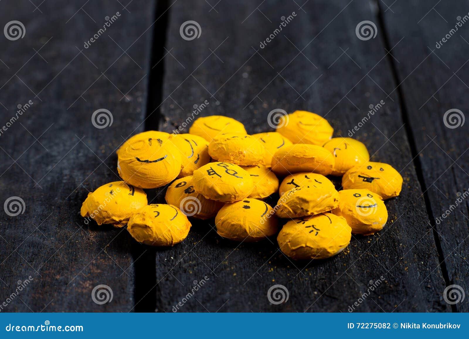 Download Некоторая желтая улыбка иллюстрация штока. иллюстрации насчитывающей потеха - 72275082