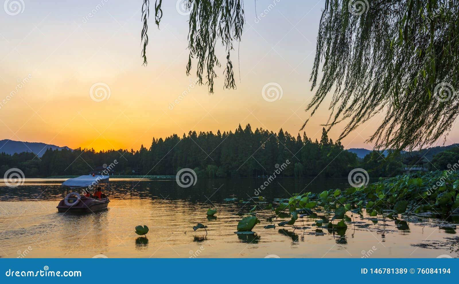 Некоторый момент сумерек в западном озере, Ханчжоу