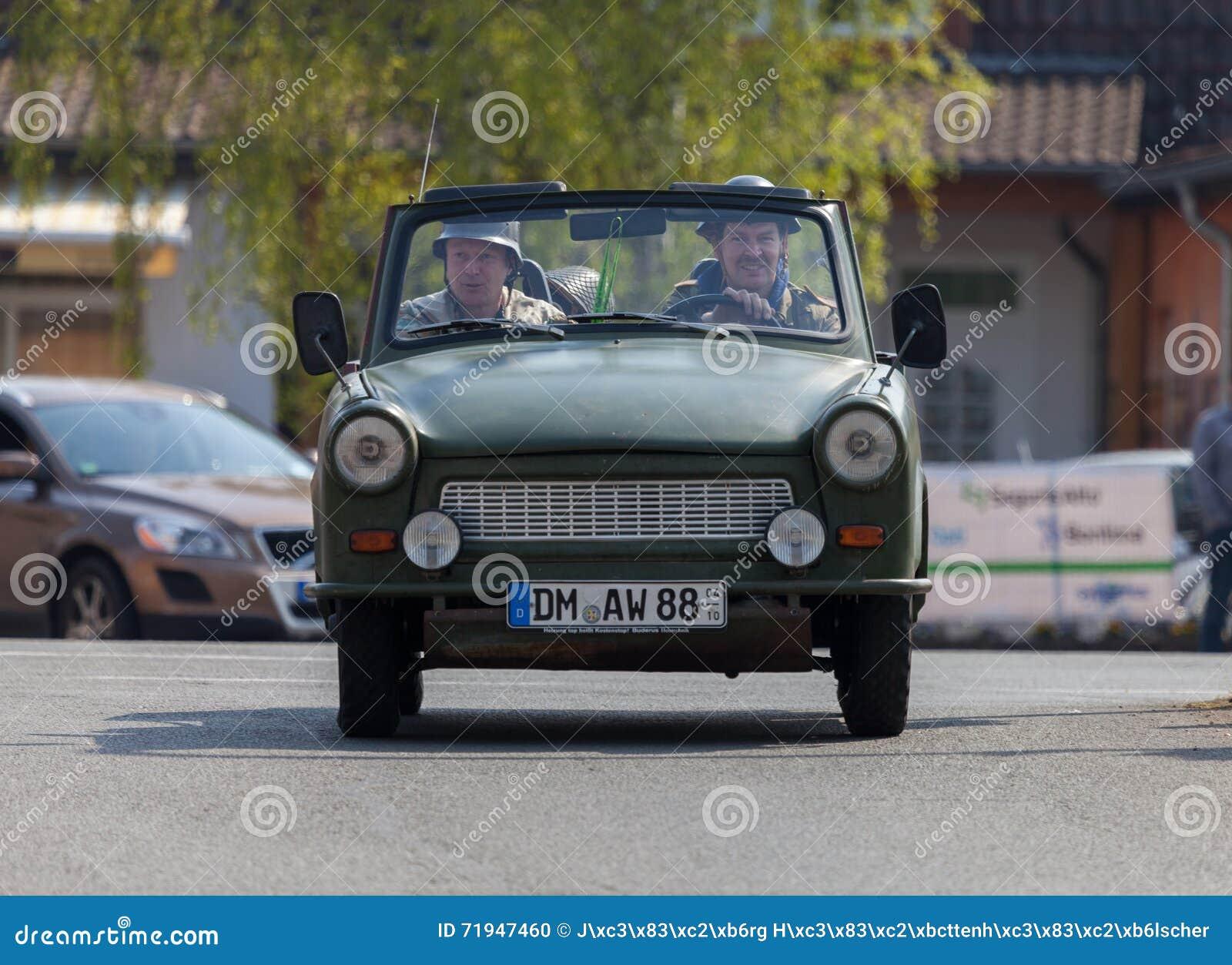 Немецкие trabant приводы автомобиля на улице