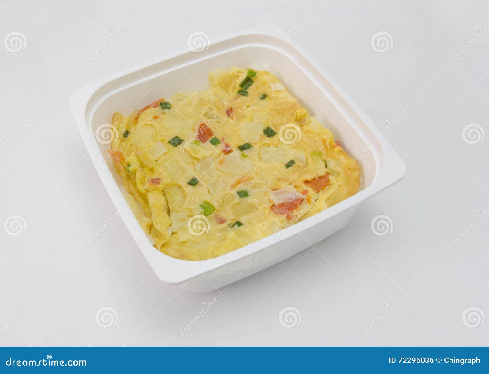 Download Немедленный омлет еды при рис изолированный на белизне Стоковое Фото - изображение насчитывающей еда, микроволна: 72296036