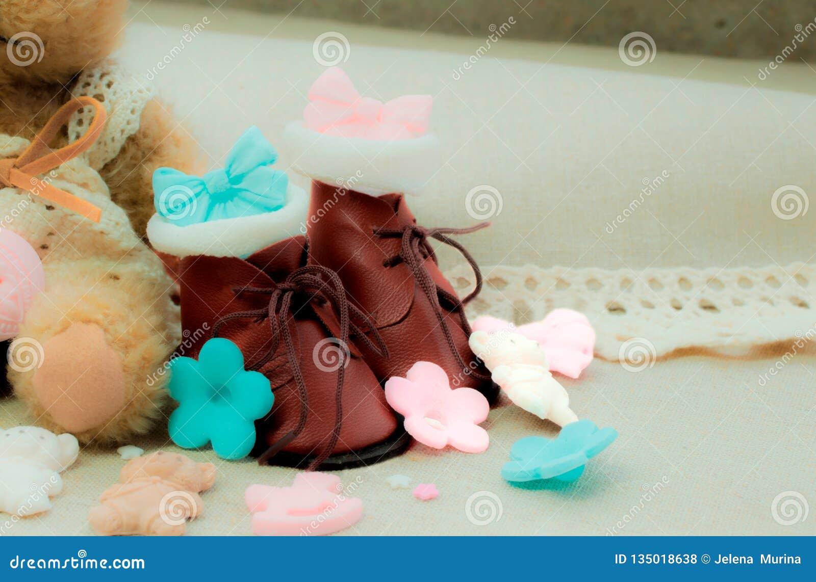 Немногое коричневые ботинки