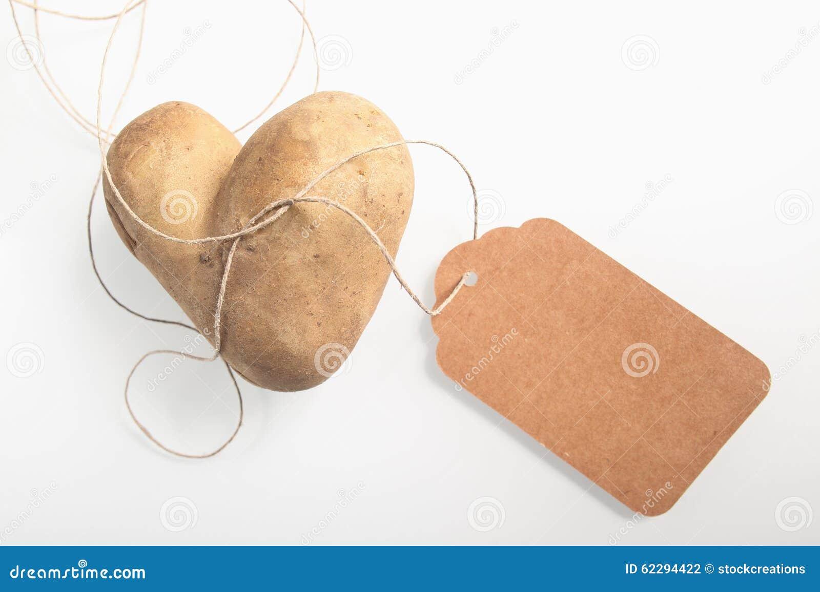 Необыкновенная двойная в форме сердц свежая картошка