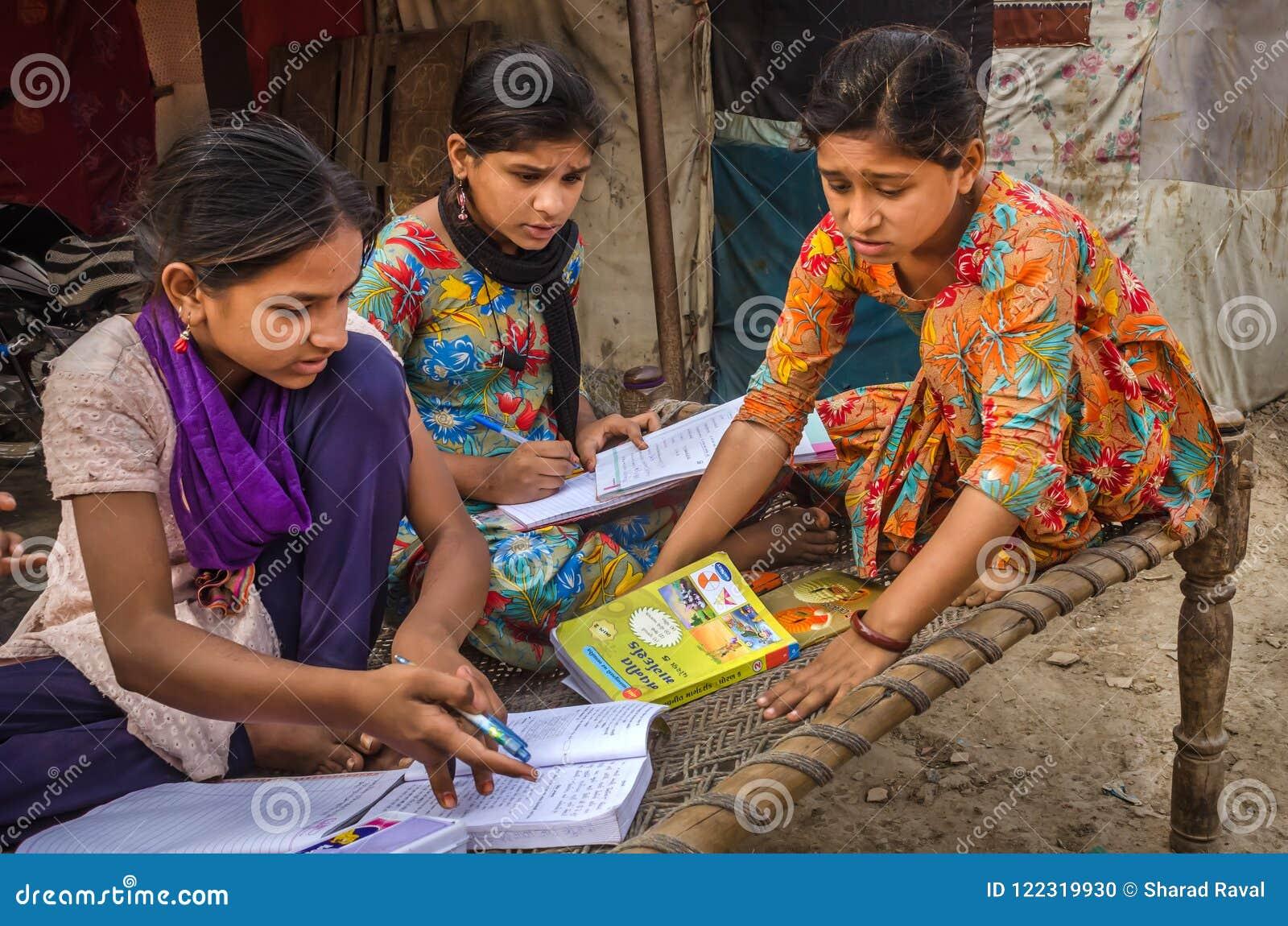 Работа для девушки в индии где найти девушку на работу