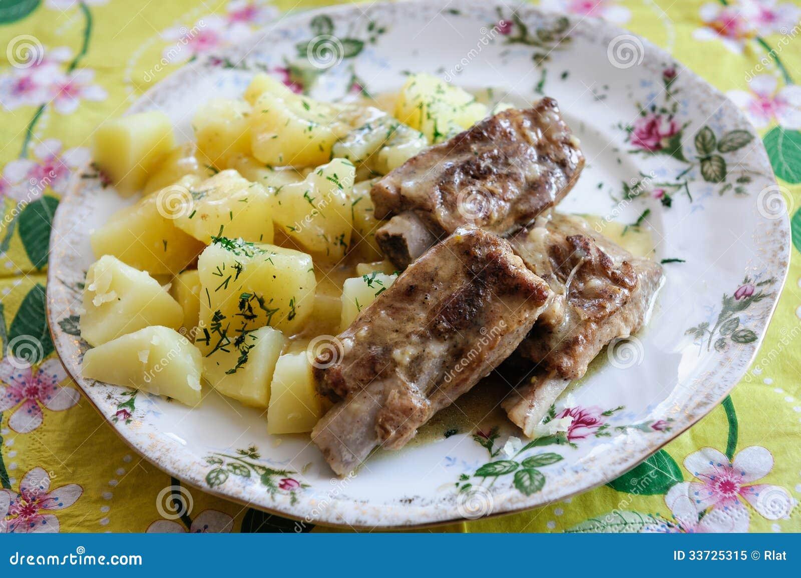 Нервюры свинины с картошками