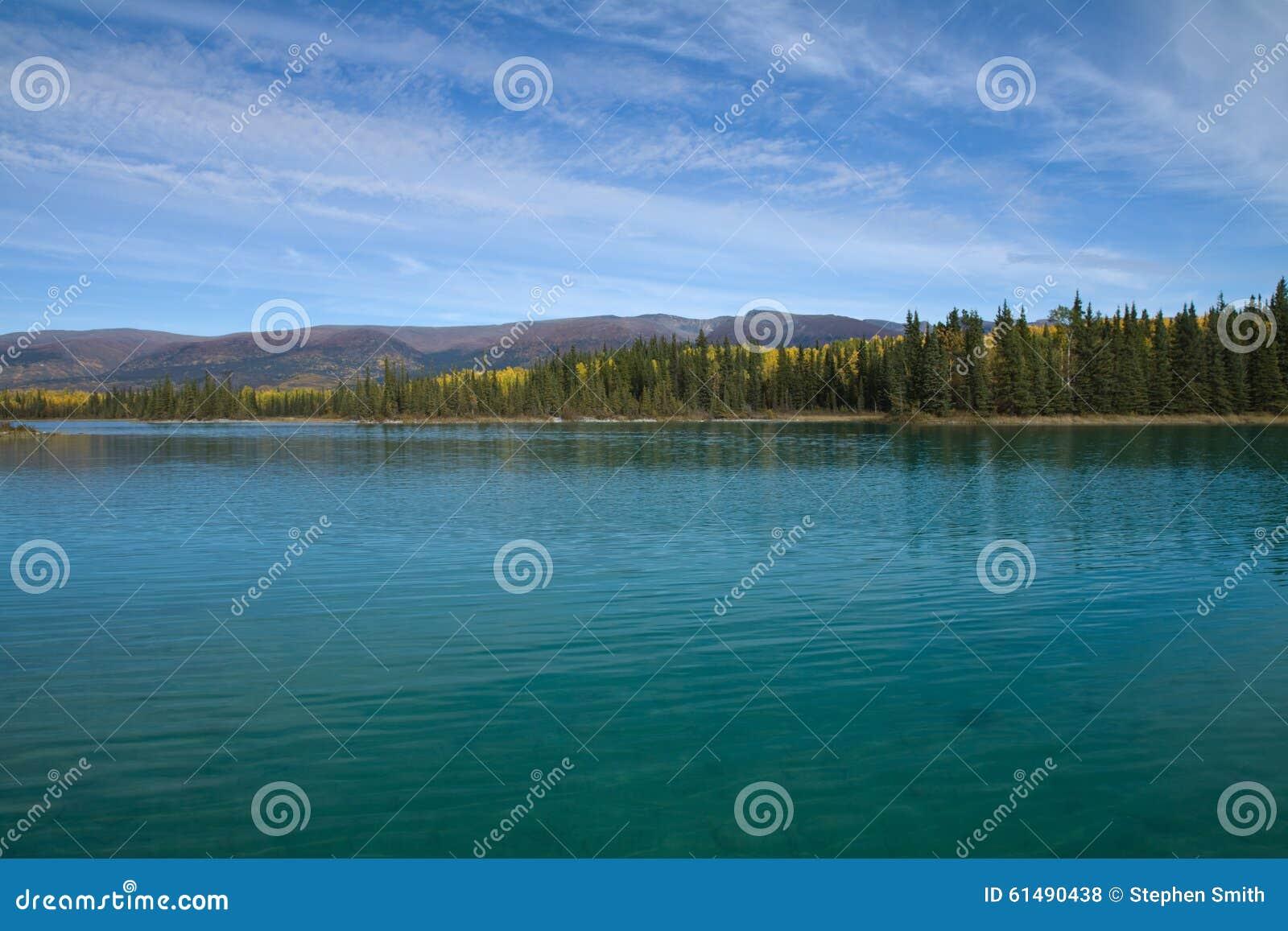 Нереальные цвет и ясность воды на парке озера Boya захолустном, ДО РОЖДЕСТВА ХРИСТОВА
