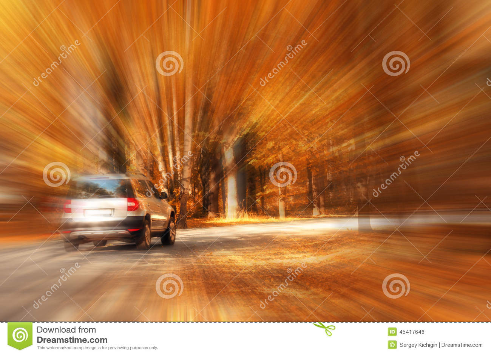 Нерезкость автомобилей перемещения шоссе осени