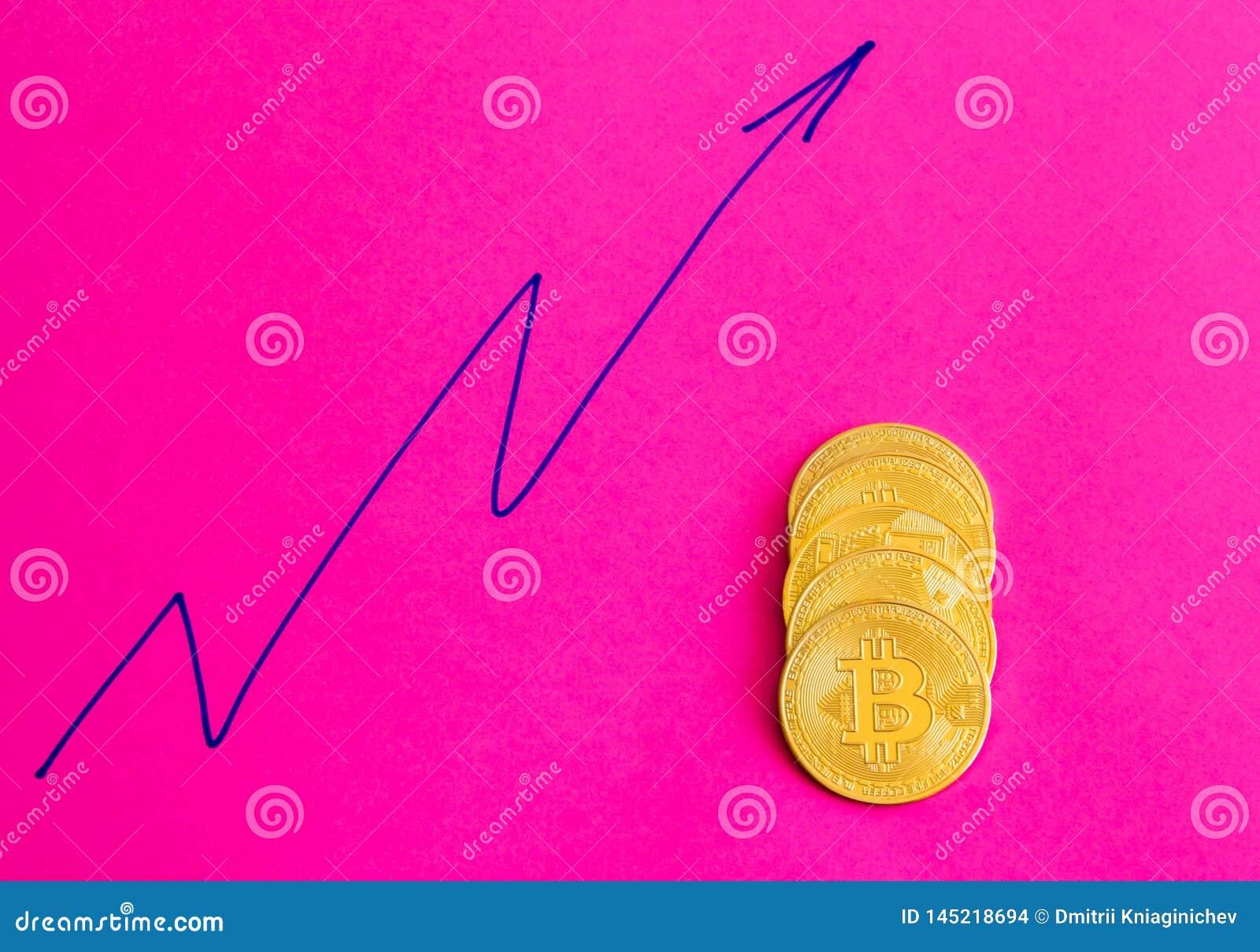 Несколько монеток bitcoin на розовой предпосылке - изображении
