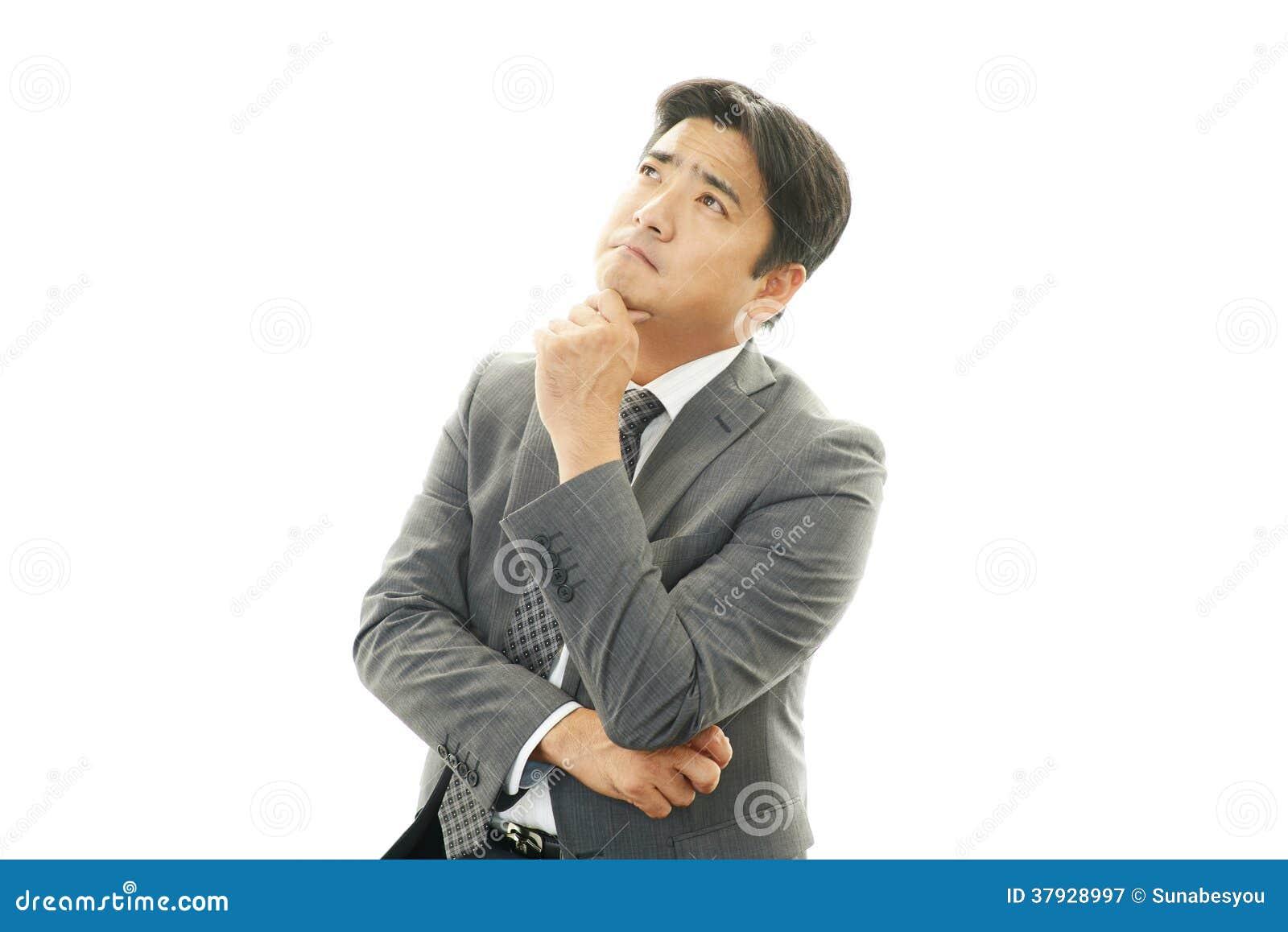 Неудовлетворенный азиатский бизнесмен