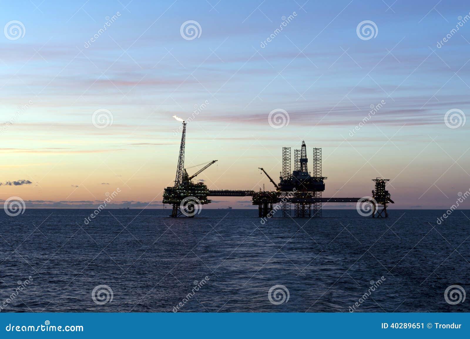 Нефтяные платформы в Северном море