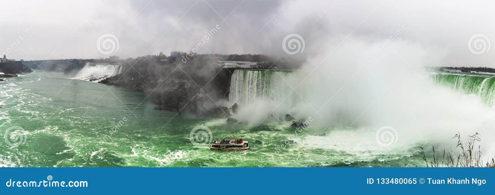 Ниагарский Водопад, взгляд панорамы от Онтарио, Канады