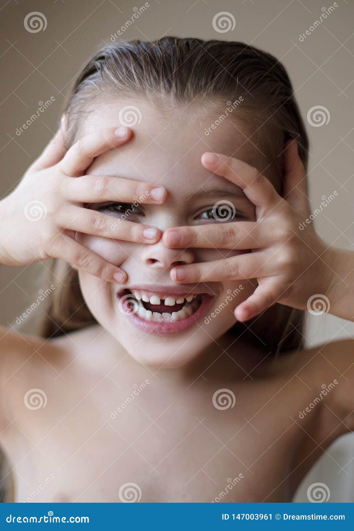 Ничего выделяет красоту лучшую чем шикарная улыбка