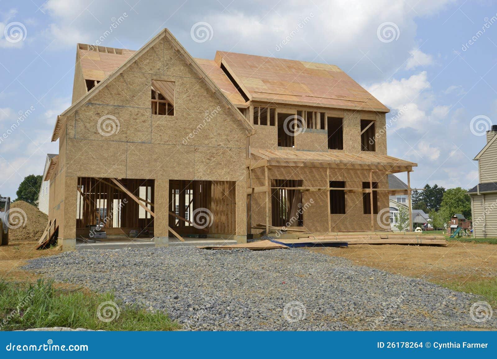Новый дом под конструкцией