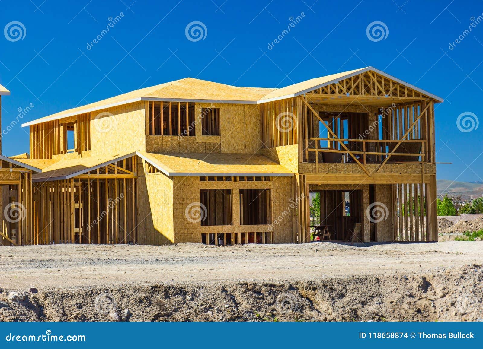 Новый дом 2 рассказов под конструкцией