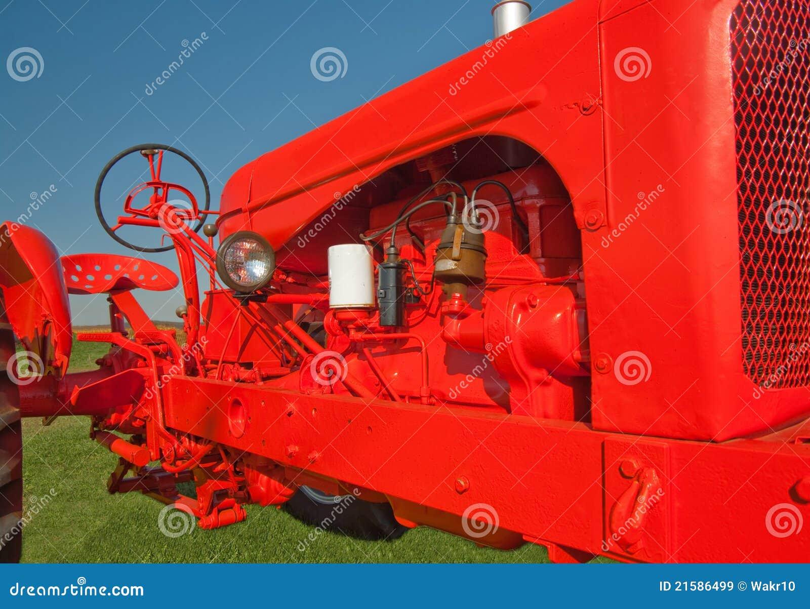 новый старый трактор краски