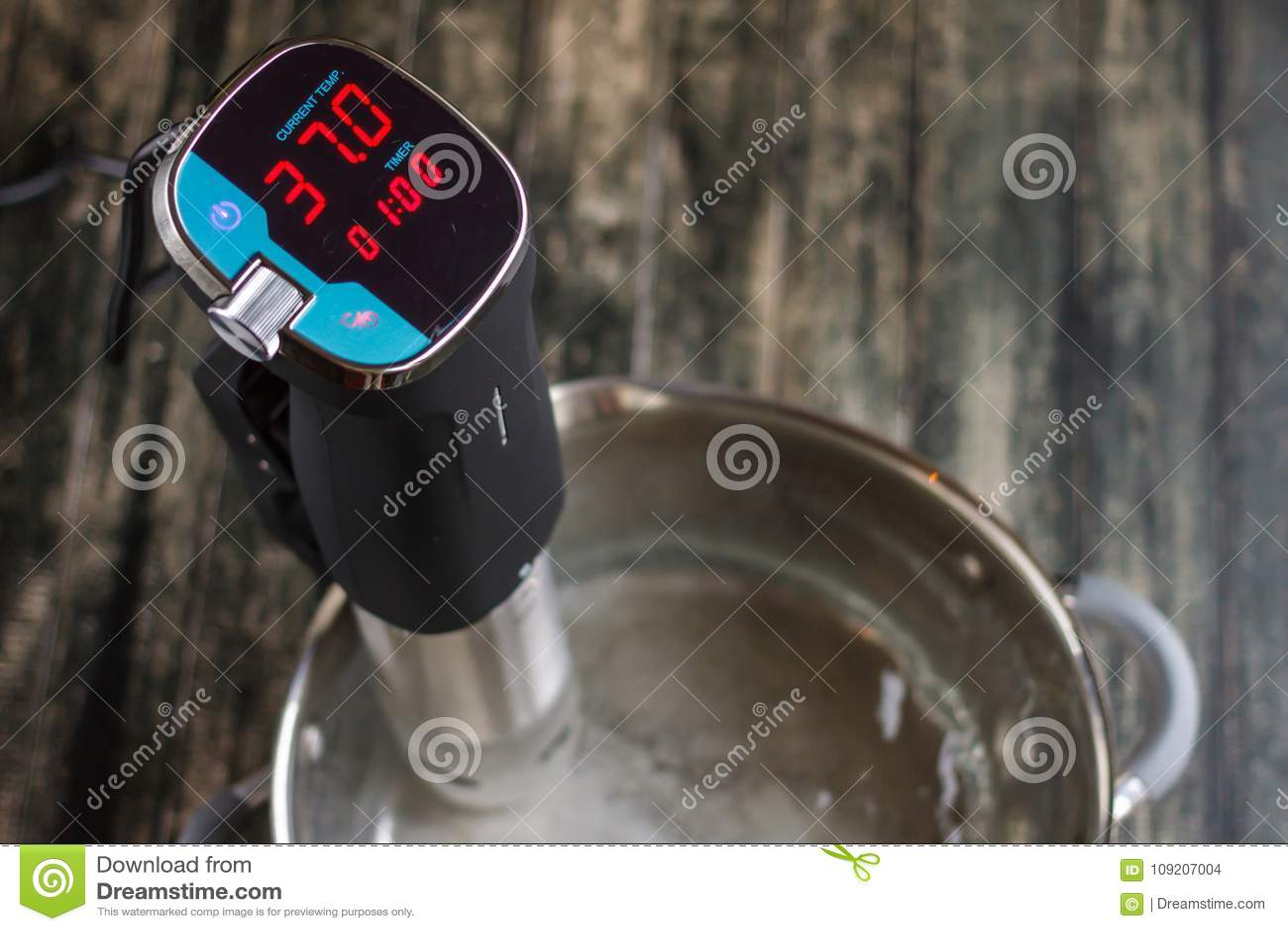 Новый термометр для измеряя температуры воды сверху