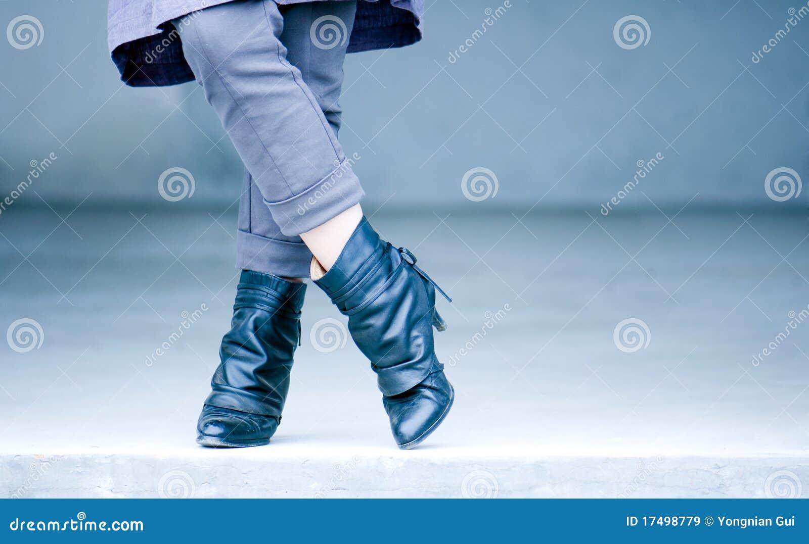 нога девушок