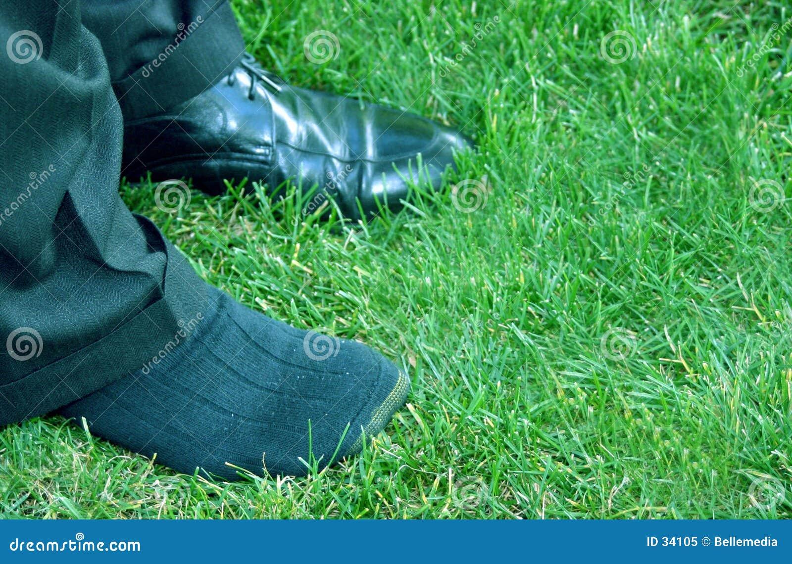 нога другой ботинок