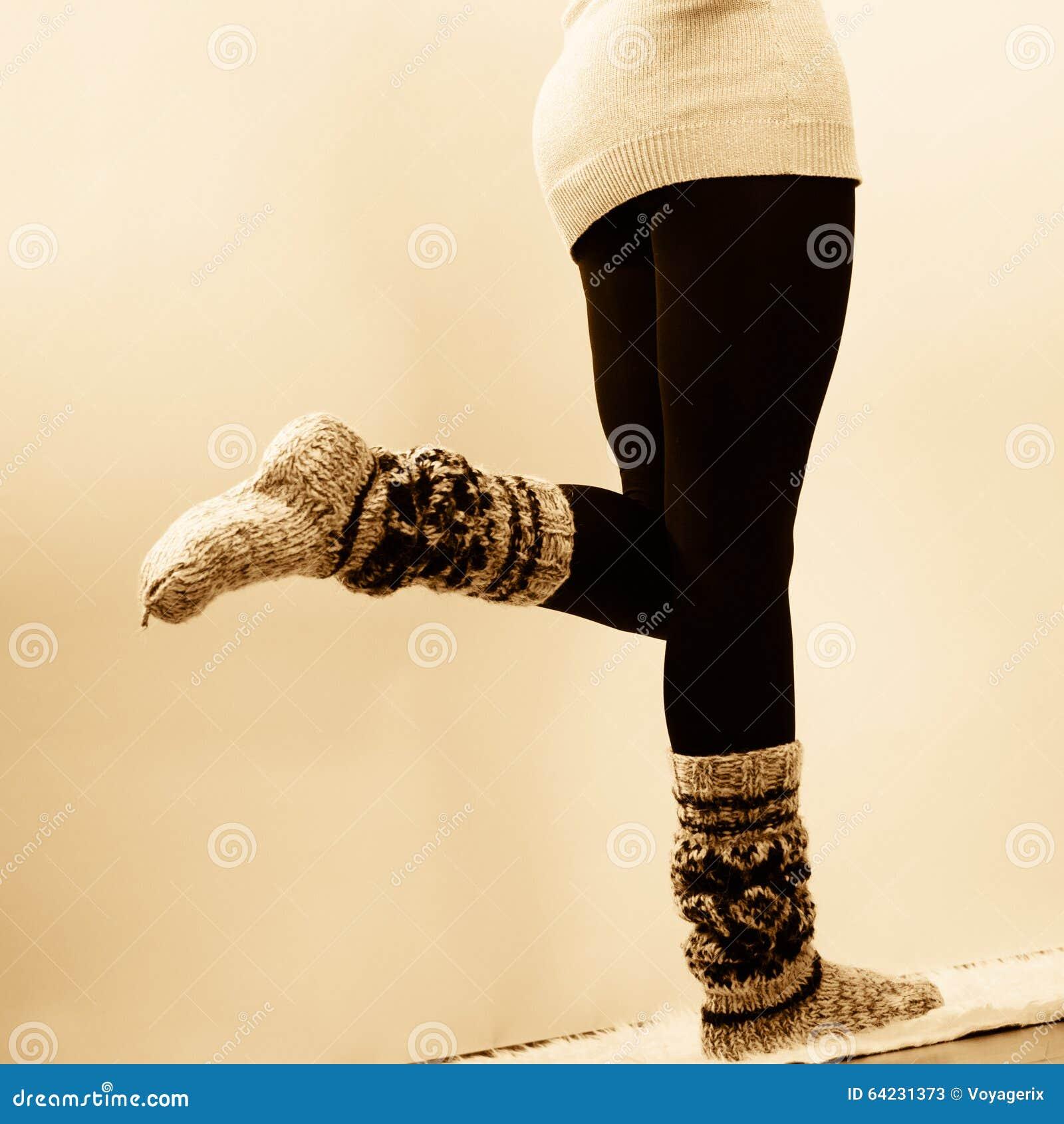 Фото девушек в колготках и белых носочках — photo 3