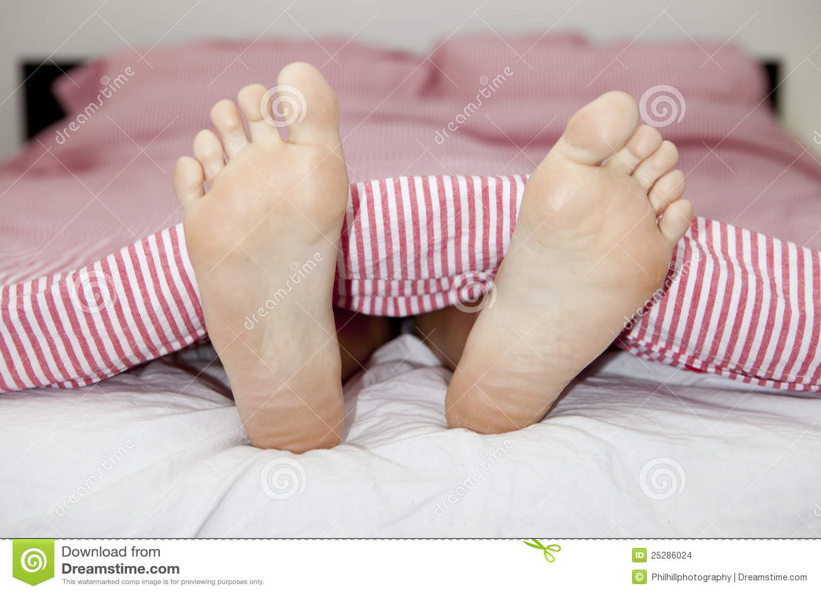 Фото ног в кровате 20 фотография