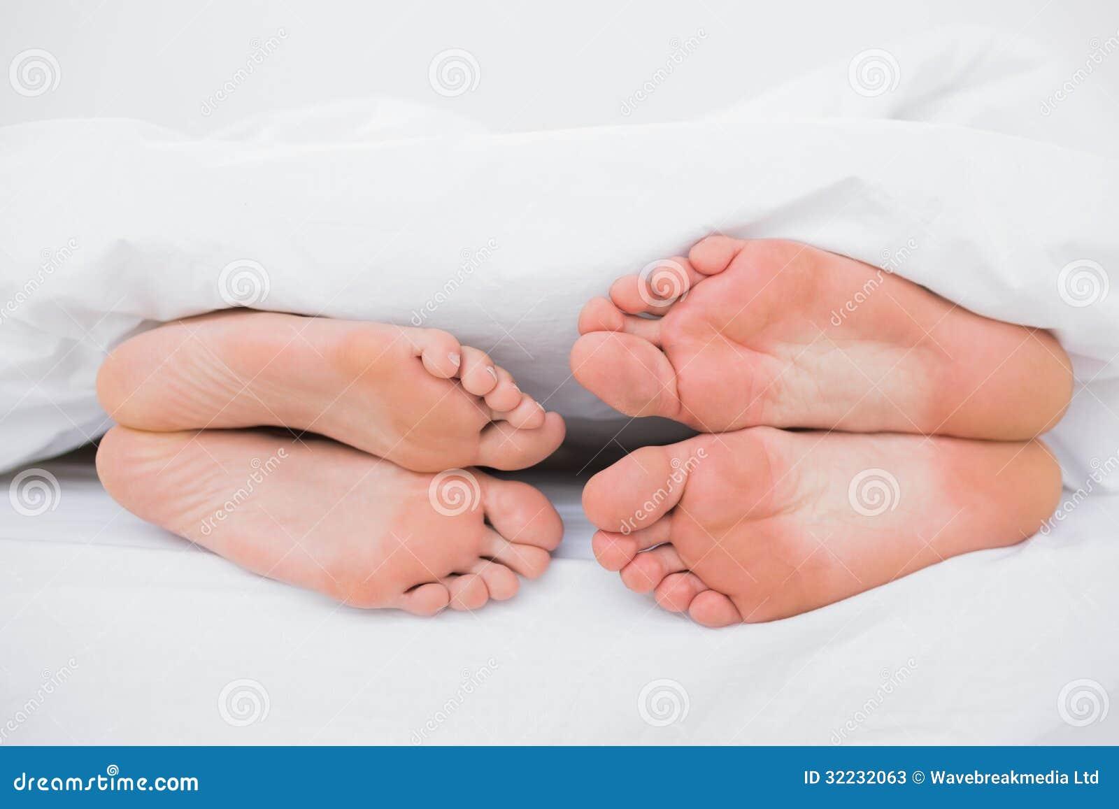 Фото ног в кровате 27 фотография