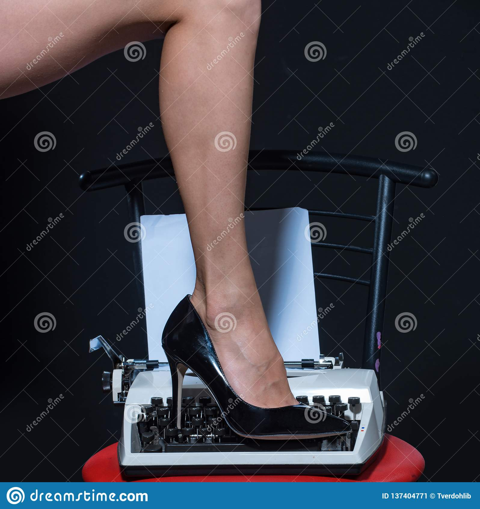 ноги сексуальные ретро машинка способ самомоднейший ботинки носки фетиша на ноге женщины сокращать вас Образование влюбленности e