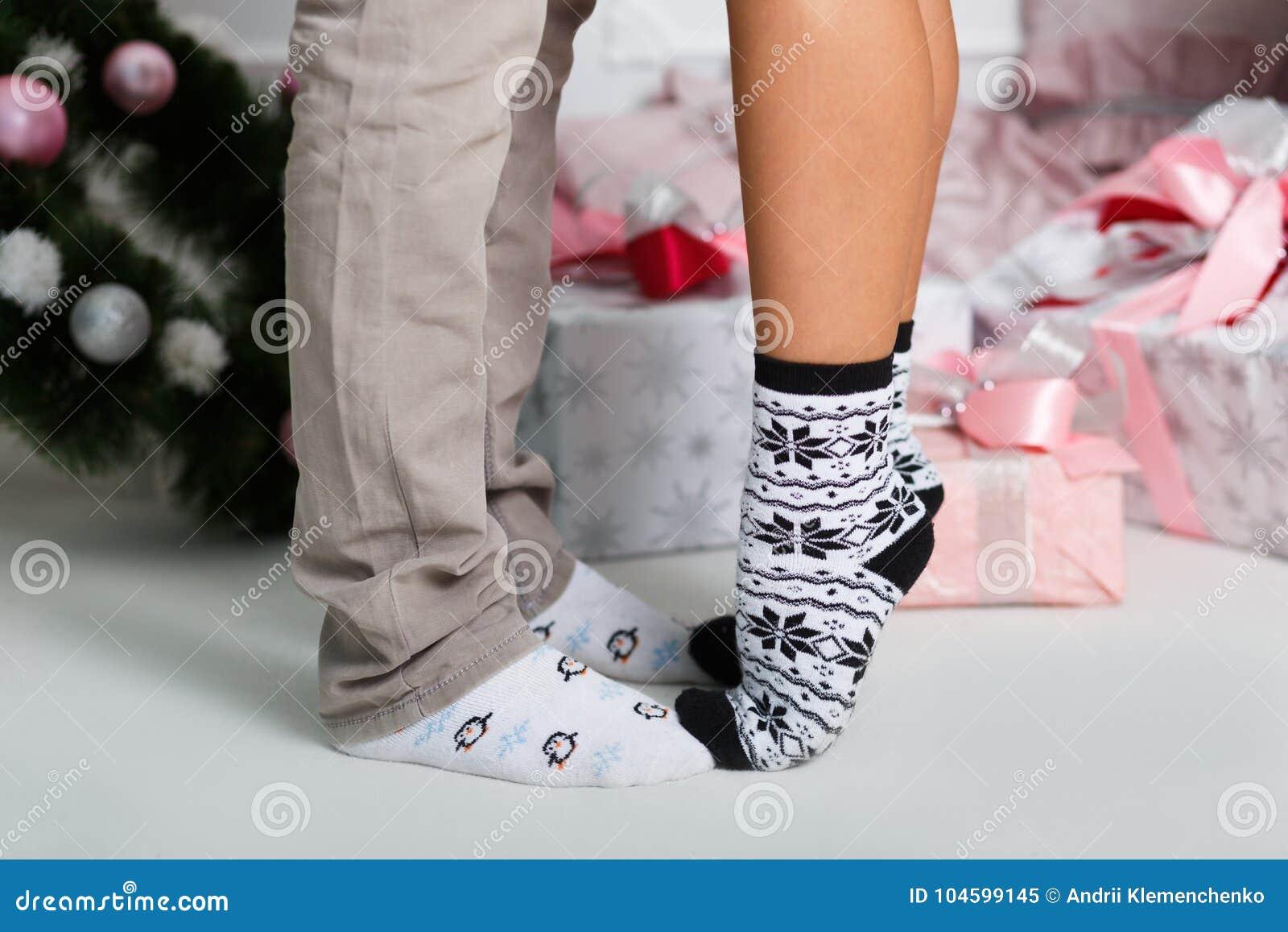 Женские ножки в носках видео 13