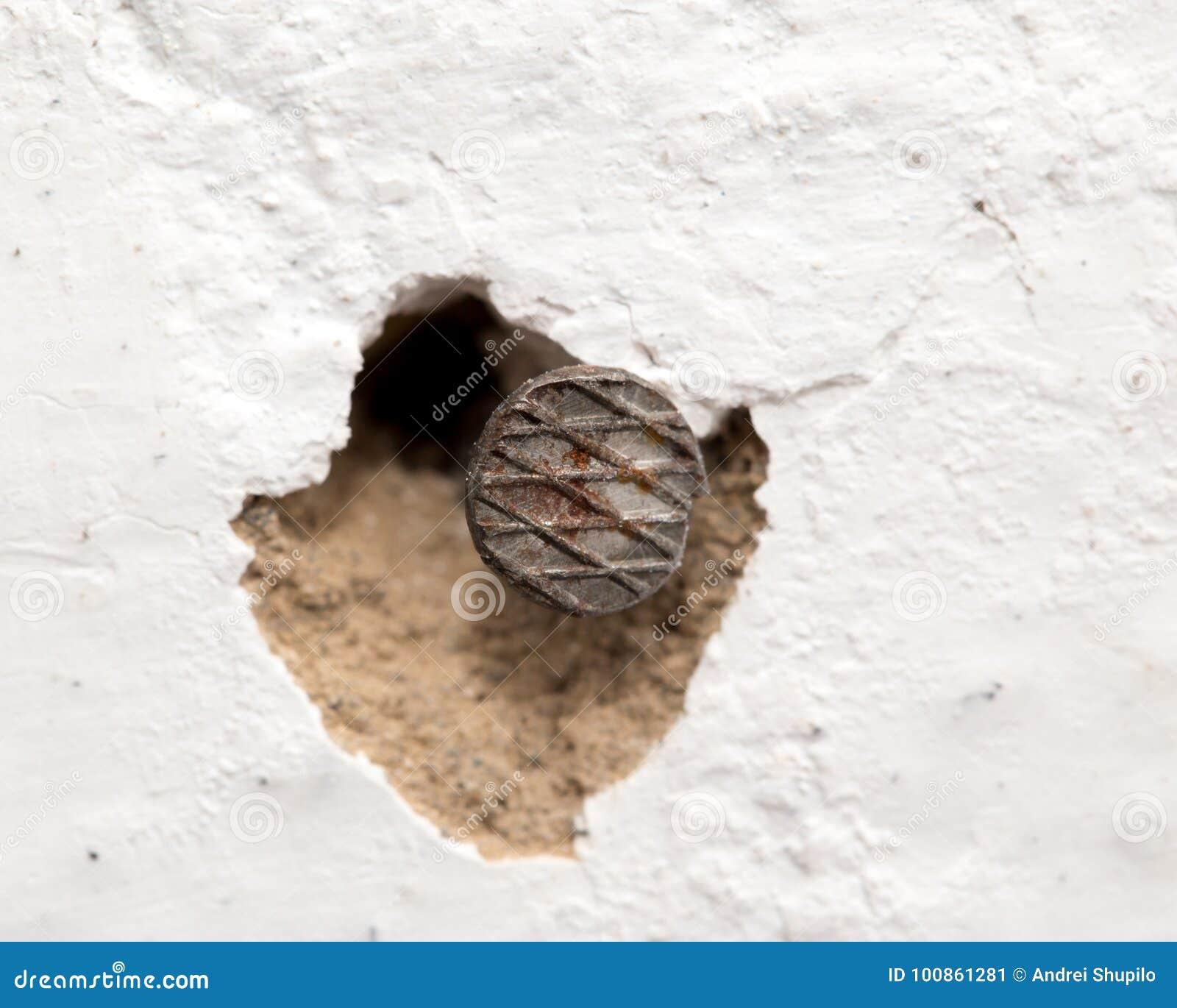Ноготь в стене Макрос
