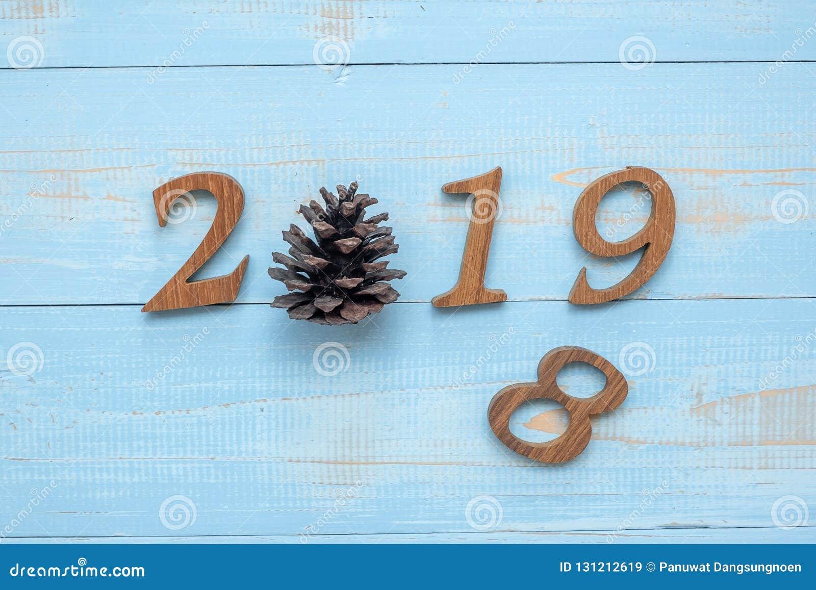 2019 номеров с украшениями на деревянной предпосылке, целями бизнеса рождества, миссией, разрешением, Новым Годом новым вы