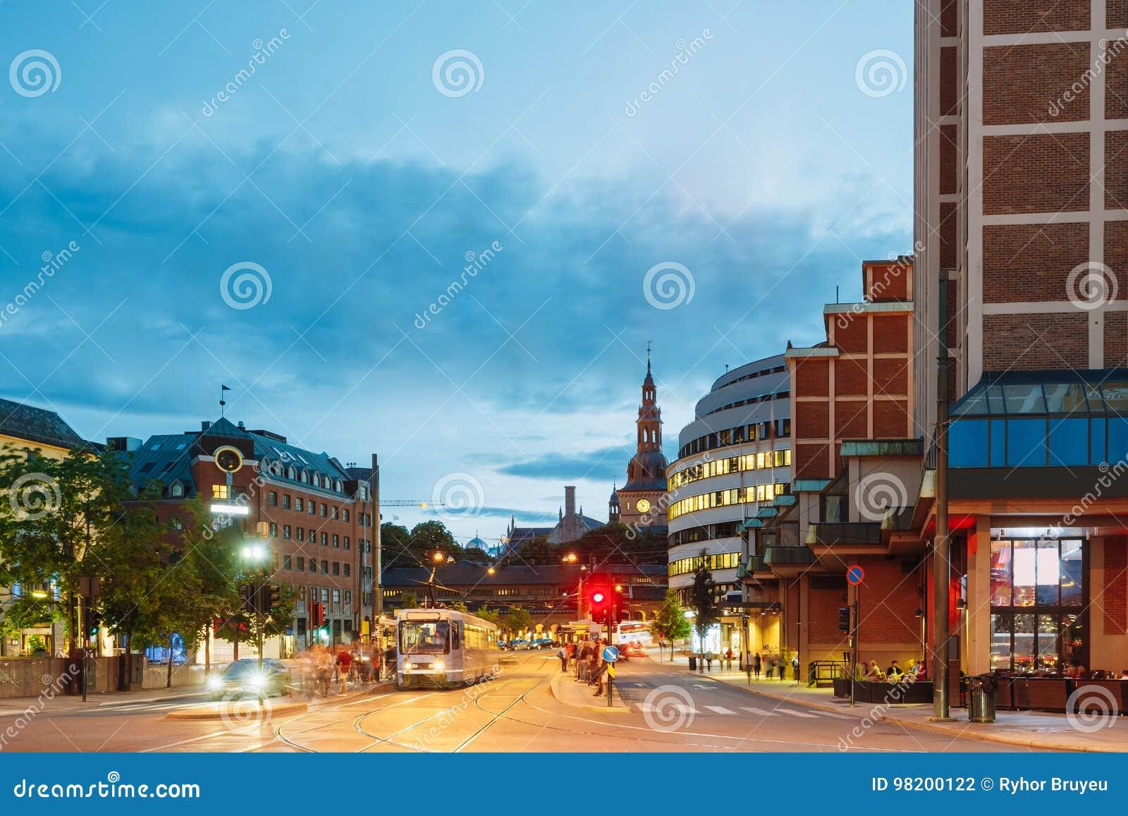 Download Норвегия Осло Трамвай уходит от стопа на улице строба Biskop Gunnerus Стоковое Фото - изображение насчитывающей bluets, свет: 98200122