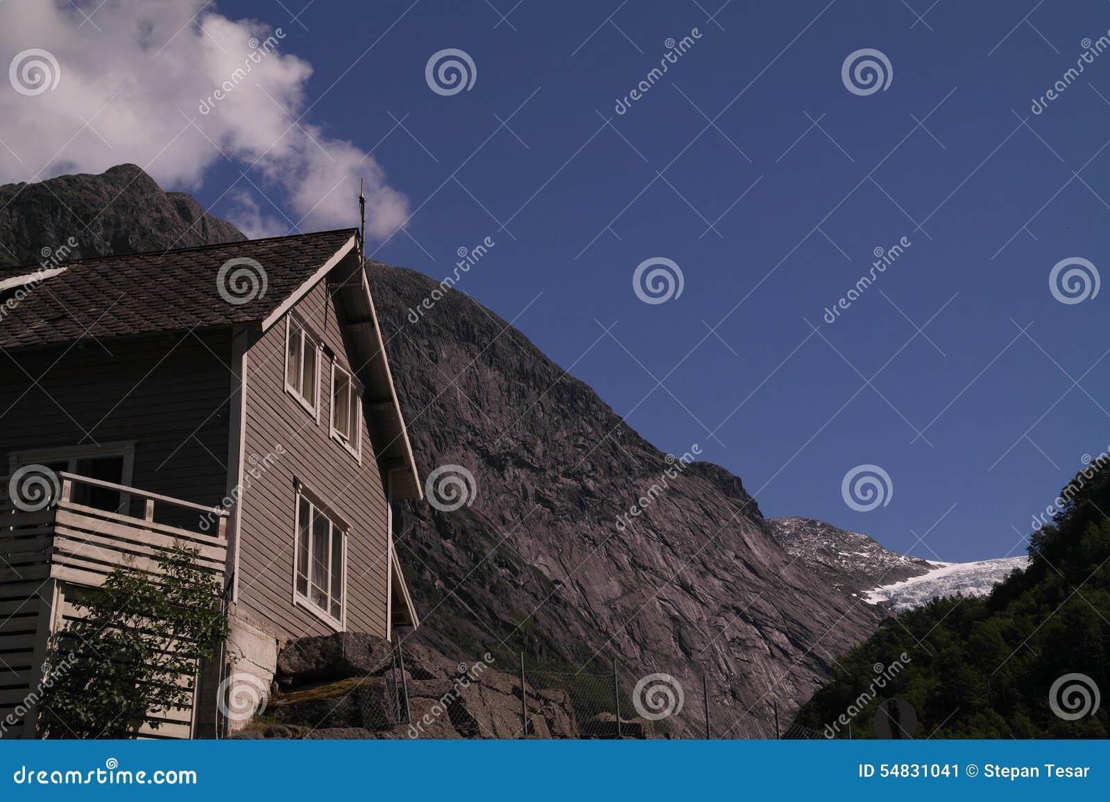 Норвежская хата горы