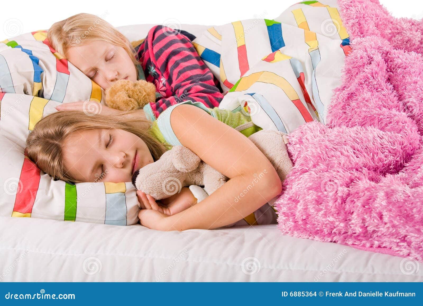 Трахнул красивую сестру пока она спала, У брата и сестры одна комната на двоих - видео ролик 20 фотография