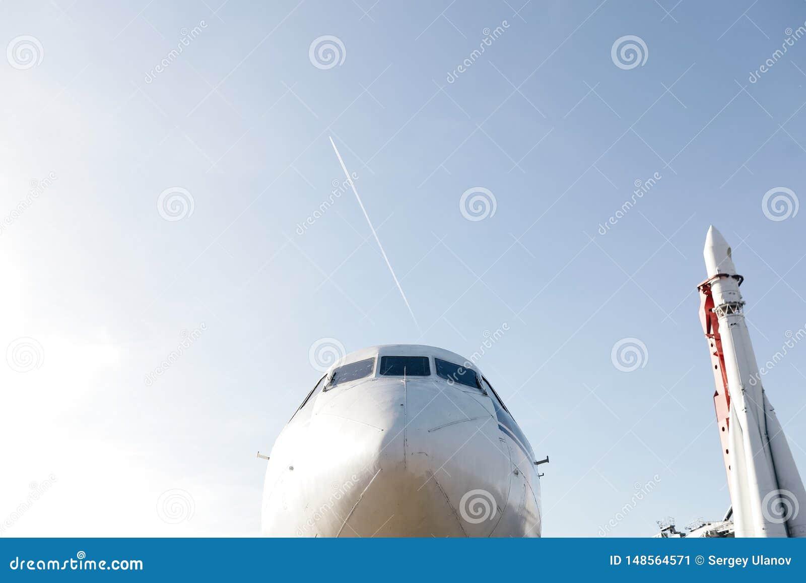 Нос воздушных судн с ракетой