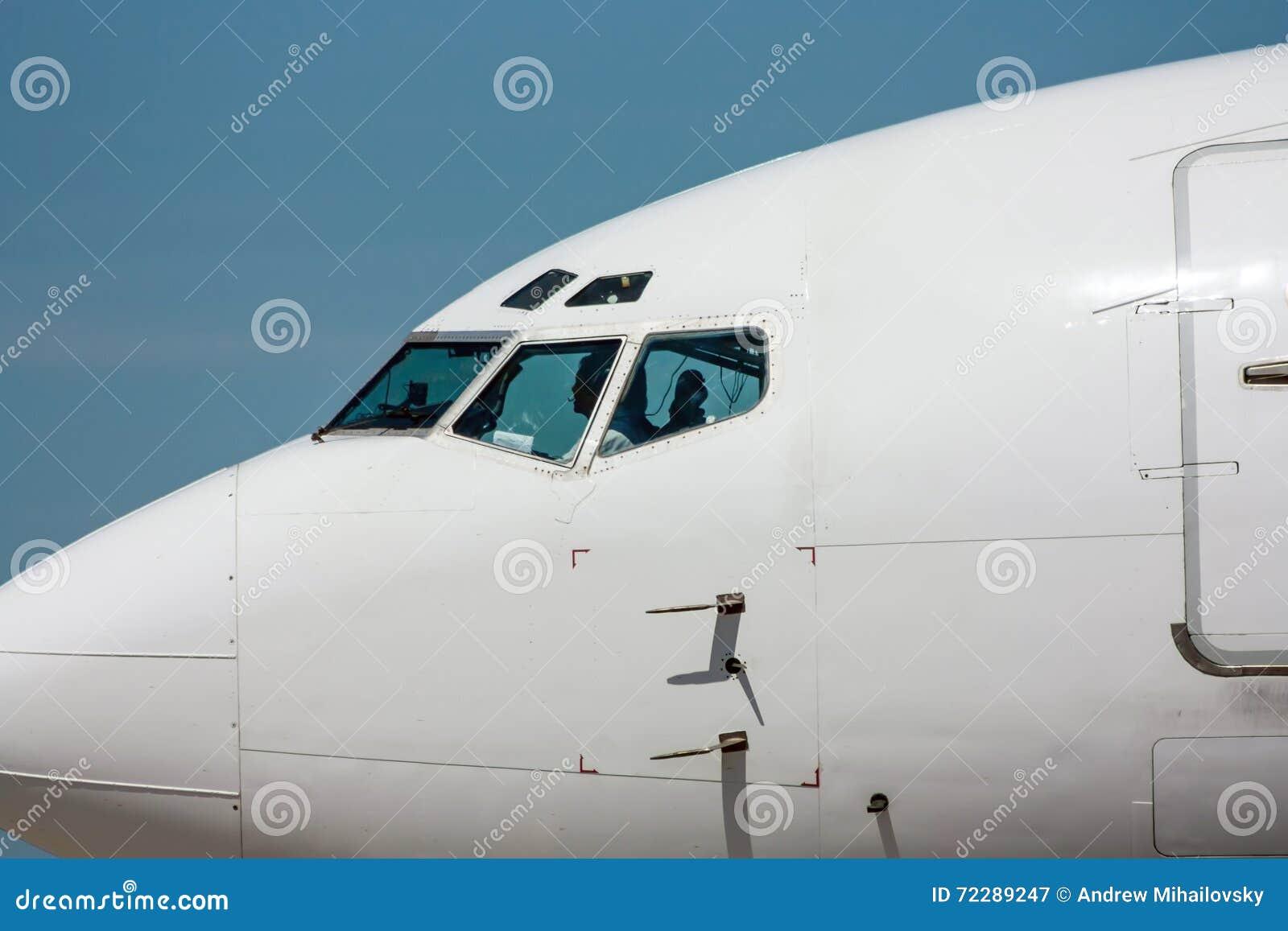 Download Нос самолета стоковое изображение. изображение насчитывающей напольно - 72289247