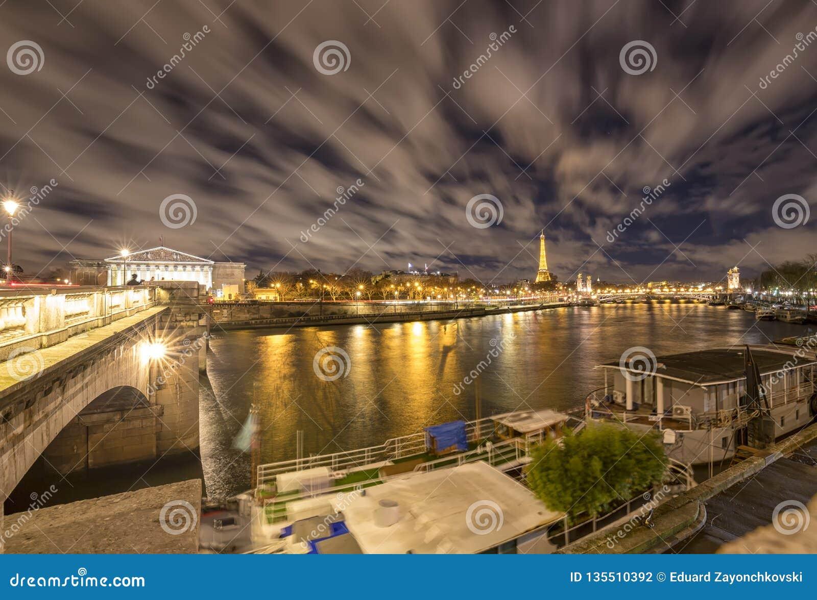 Ноча в Париже, Франции