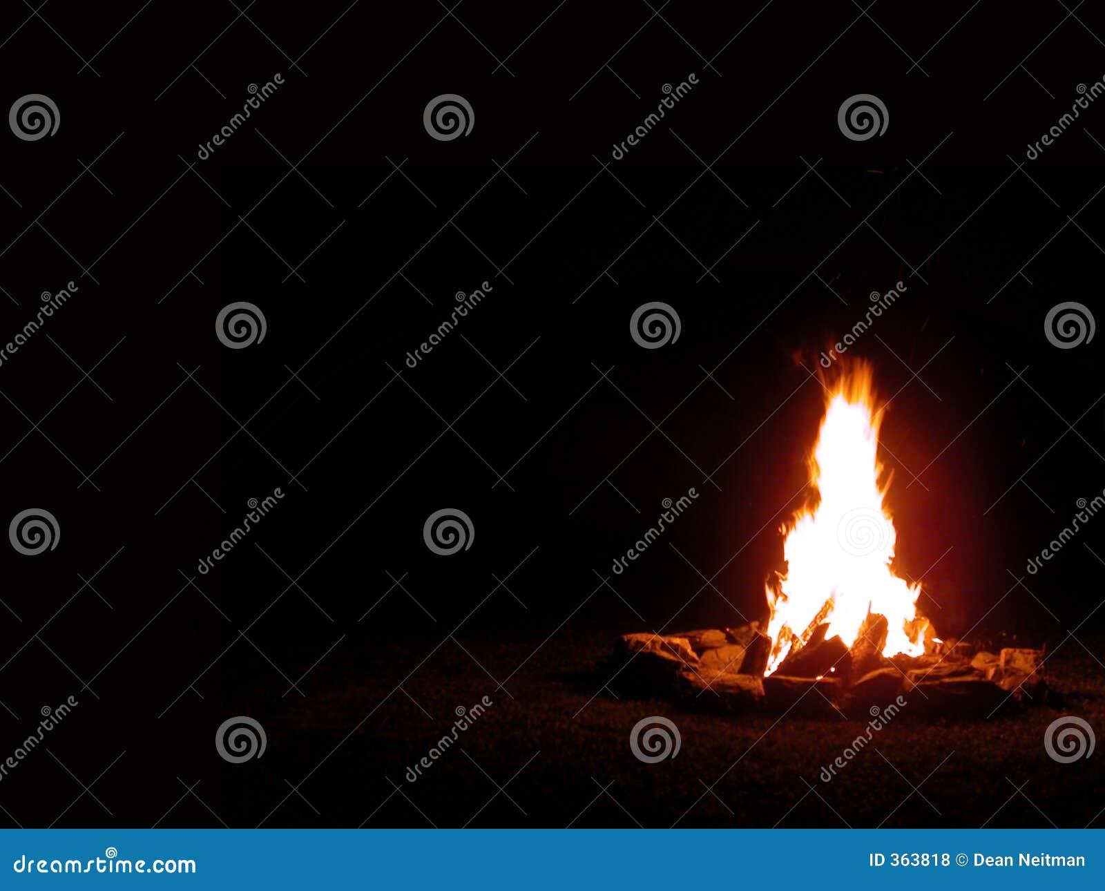 ноча лагерного костера
