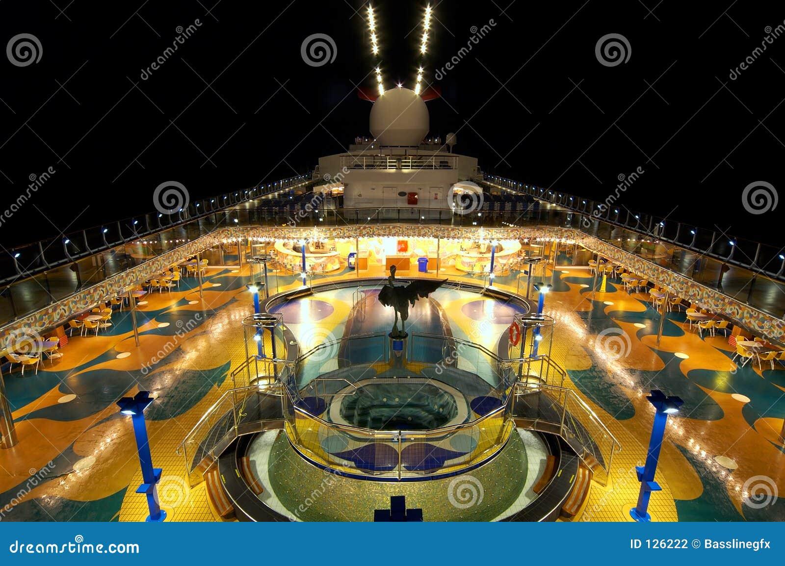 ноча палубы круиза