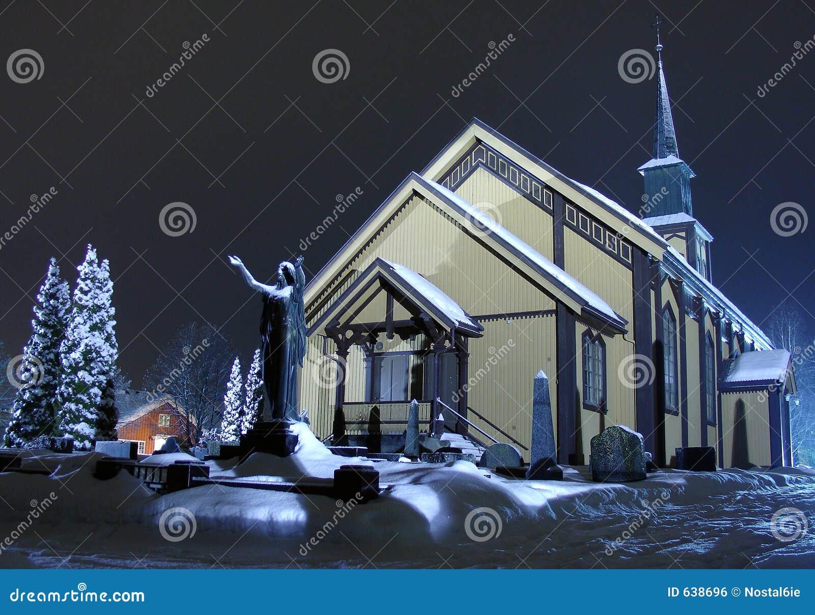 Download ноча церков стоковое фото. изображение насчитывающей зима - 638696