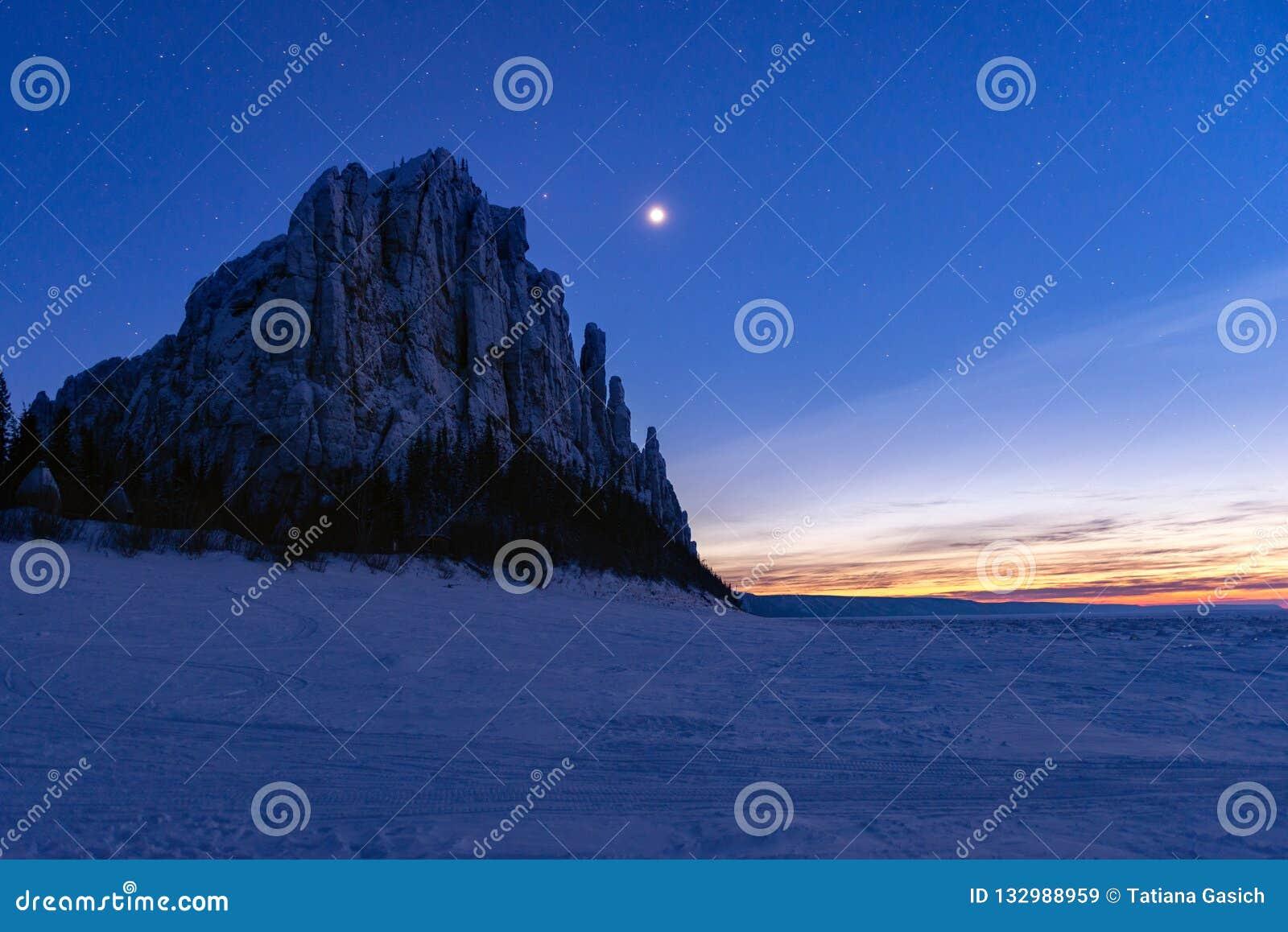Ночь звезды на Лене в штендерах Lenskie Stolby Лена природного парка